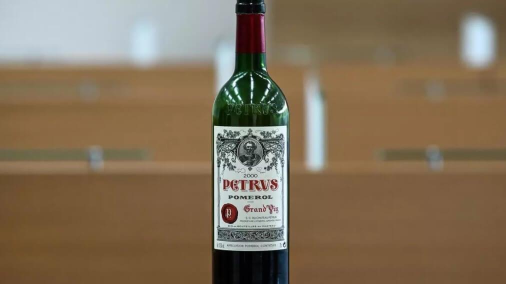 Эта бутылка вина стоит миллион долларов. Что в ней особенного?