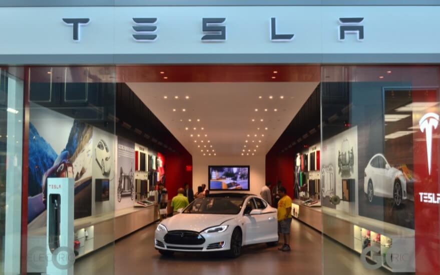 Илон Маск хочет открыть магазин автомобилей Tesla в России
