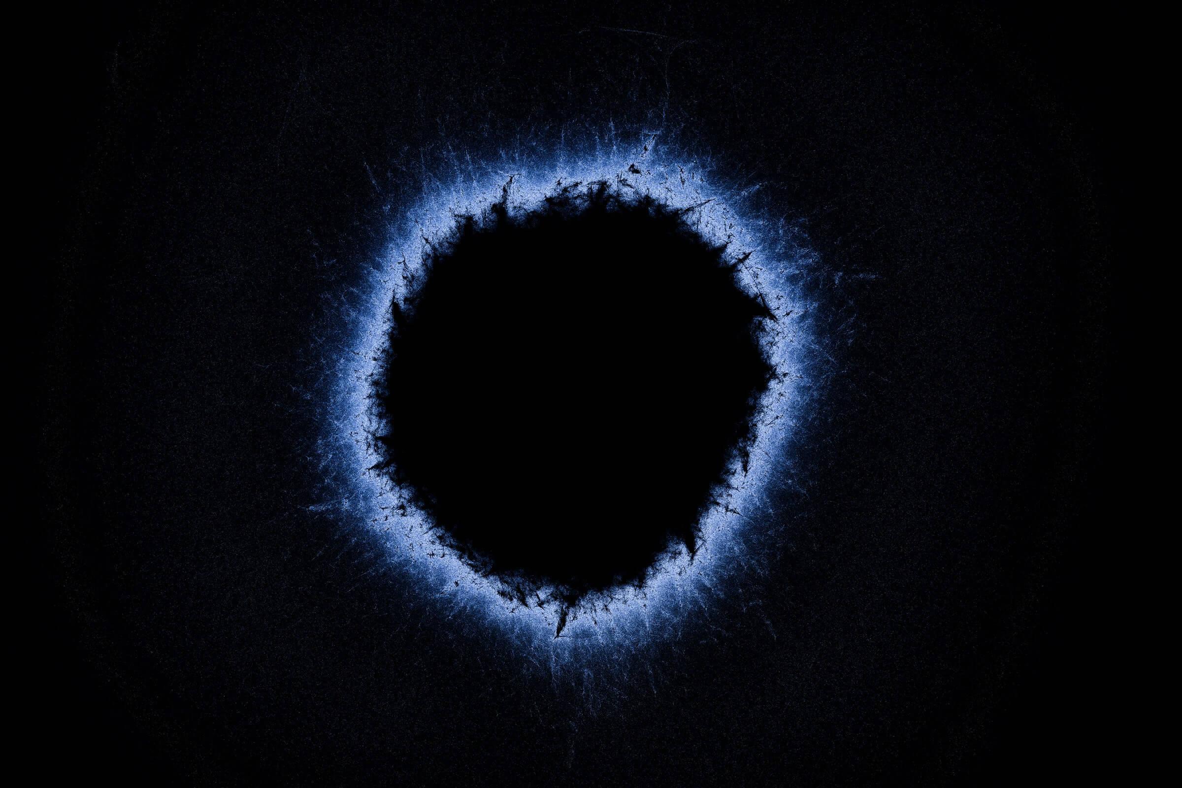 Астрономы обнаружили у черных дыр «волосы»