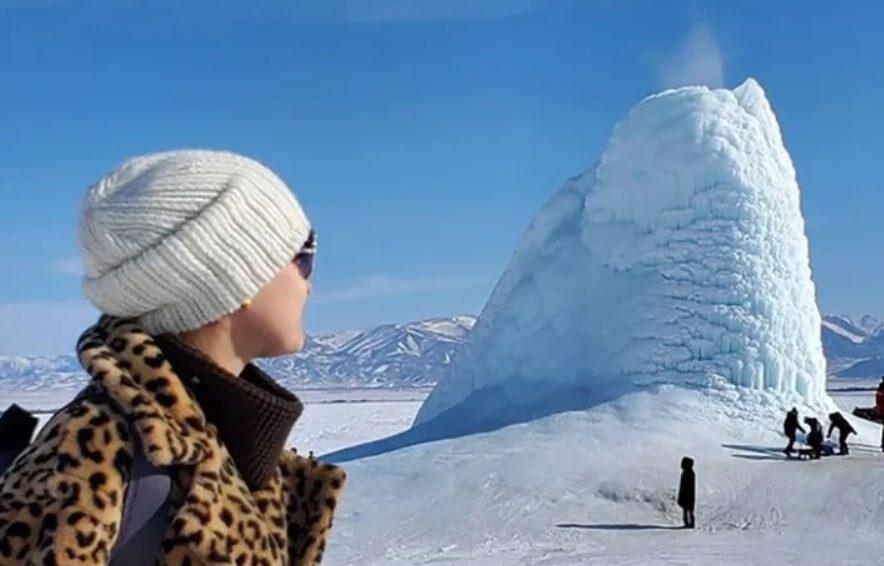 В Казахстане образовался вулкан, который извергается водой