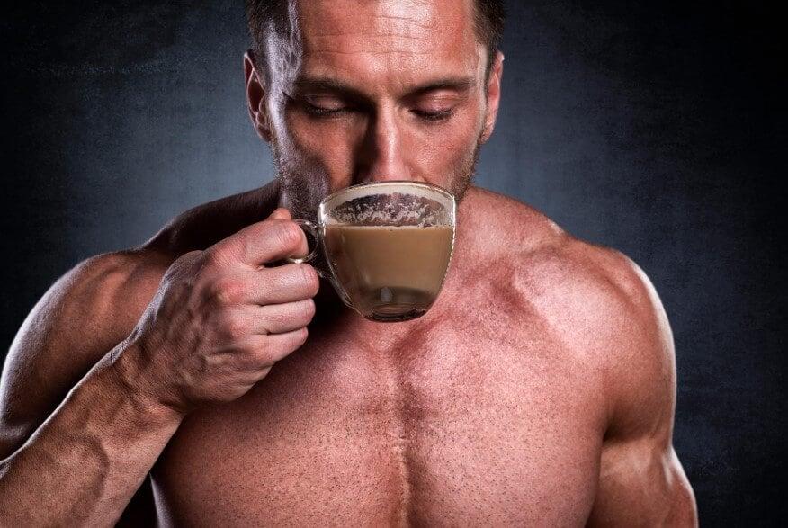 Кофе перед тренировкой может дать вам супер-эффект. Но какой именно?