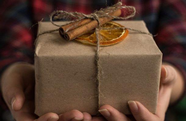 Некоторые новогодние подарки могут стать переносчиками коронавируса