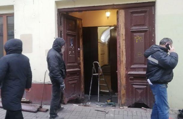 Возмутивший горожан демонтаж исторической двери на Некрасова заказал ЖКС