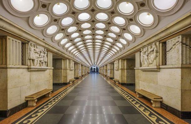 Московские полицейские приняли роды у женщины в метро