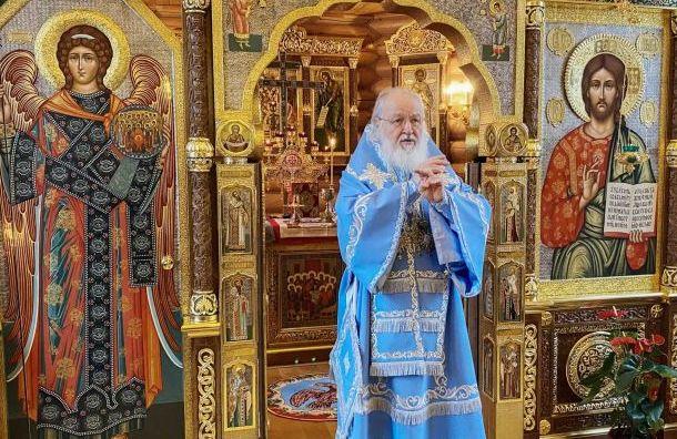 РПЦ назвала неуместными ограничения числа людей на службах в Петербурге