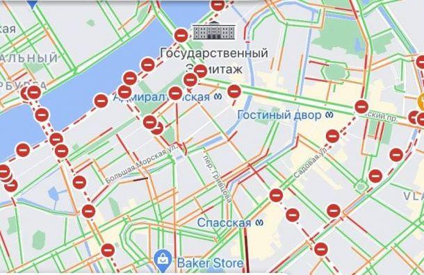 Силовики перекрыли центр Петербурга