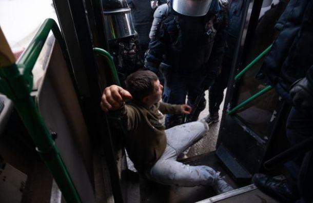 Петербургский омбудсмен просит отсрочить арест участников акции в поддержку Навального
