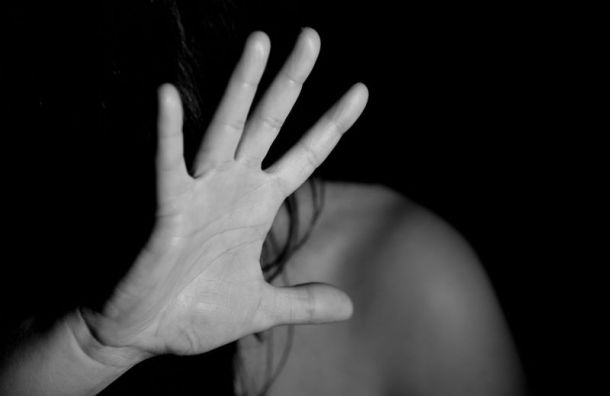 Отчим пять лет развращал несовершеннолетнюю девочку