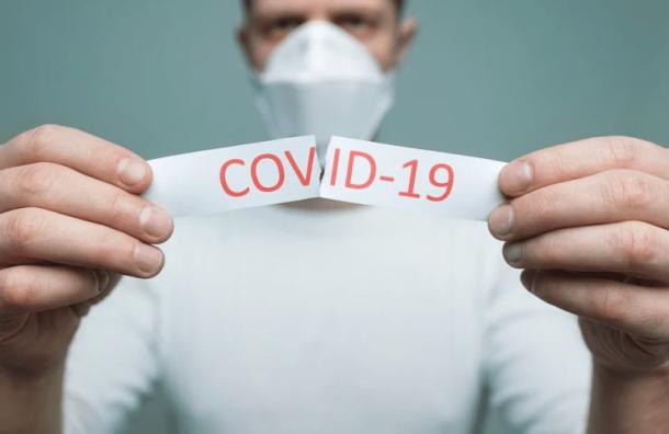 Количество заболевших COVID-19 в Петербурге резко снизилось — до 1248