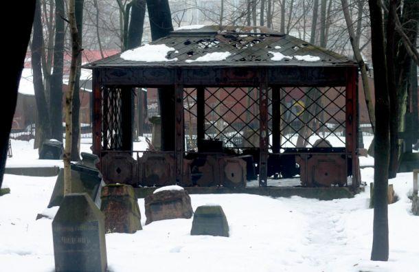 Студентки СПбГУ хотят отреставрировать склеп из фильма 'Брат'