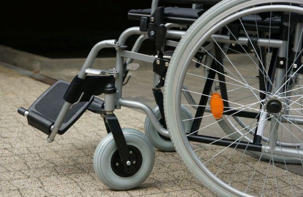 Инвалида-колясочника отправили в вынужденное путешествие за паспортом