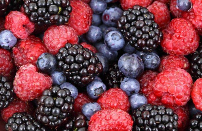 Петербуржцам рассказали, как правильно выбирать и мыть фрукты и овощи
