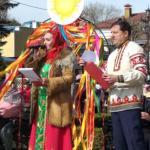 Русские кокошники, петушков на палочке, чучел Масленицы научили делать своими руками гостей Масленицы в Кисловодске