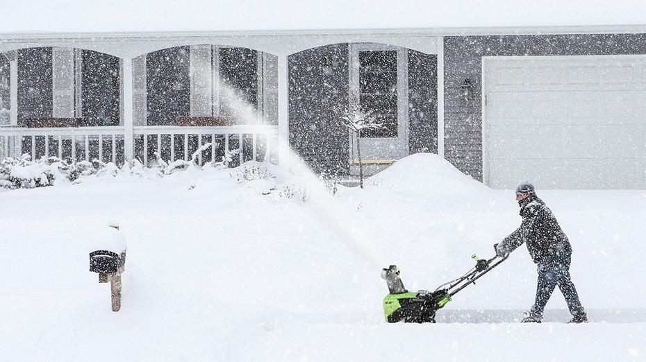 Как справиться со снегом на дачном участке? Выбираем технику