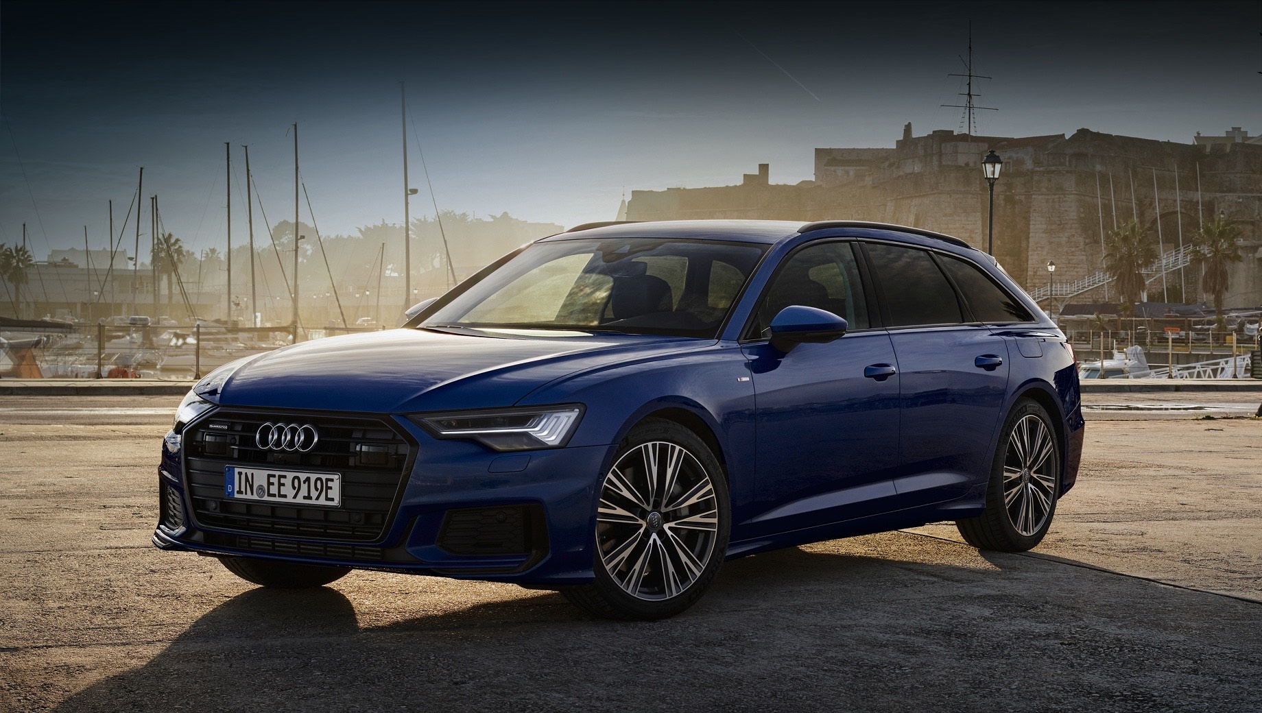 Фирма Audi добавила новый гибрид и обновила прежние