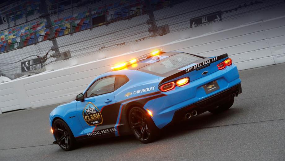 Купе Chevrolet Camaro задержится на сцене с корректировками
