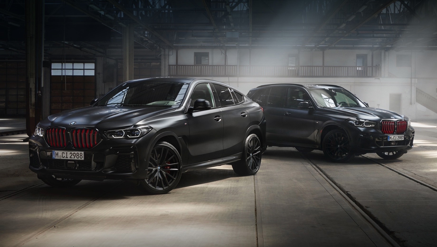 Спецверсия Black Vermilion приукрасит BMW X5 и X6 в России