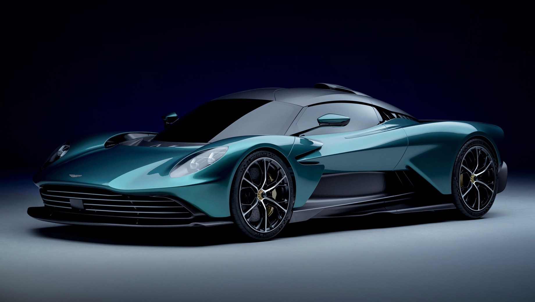 Гиперкар Aston Martin Valhalla предстал в серийном обличье