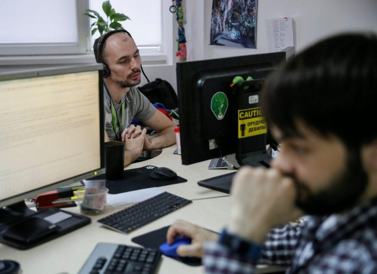 Рада хочет обязать Google, Microsoft и Netflix платить НДС в Украине