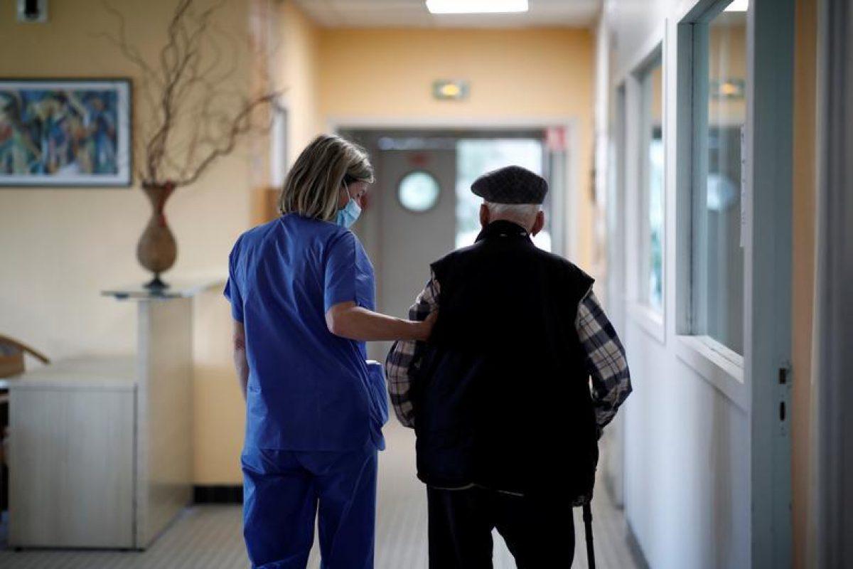 70-летний россиянин с поражением легких закурил в палате и спровоцировал пожар: пациентов выносили на руках