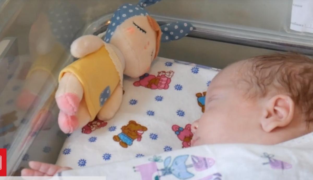 Во Львове спасли недоношенную девочку с COVID-19