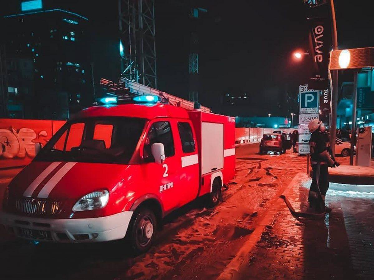 В Днепре горел ТЦ: посетителей эвакуировали
