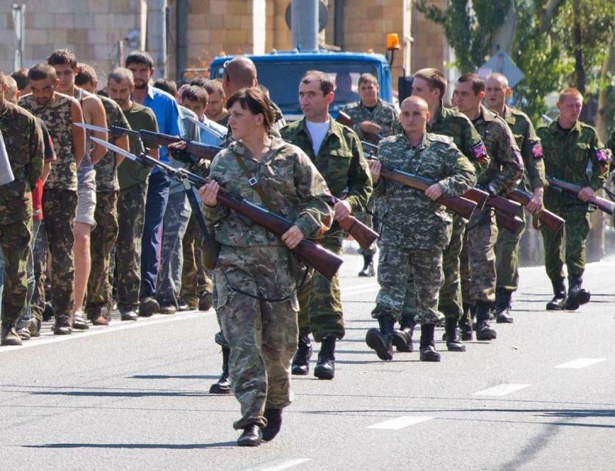 Конвоиры 'ДНР'. Чем и как живут сегодня боевики, устроившие 'парад пленных' в Донецке в 2014 году