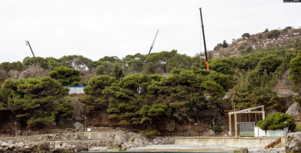 Оккупанты в Крыму уничтожают уникальный Форосский парк