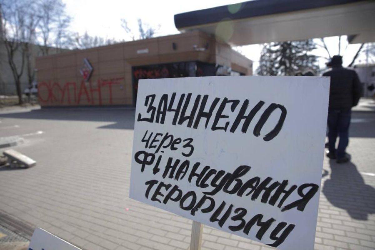 'Нацкорпус' заблокировал в Киеве заправки, которые связывают с бизнесом Медведчука