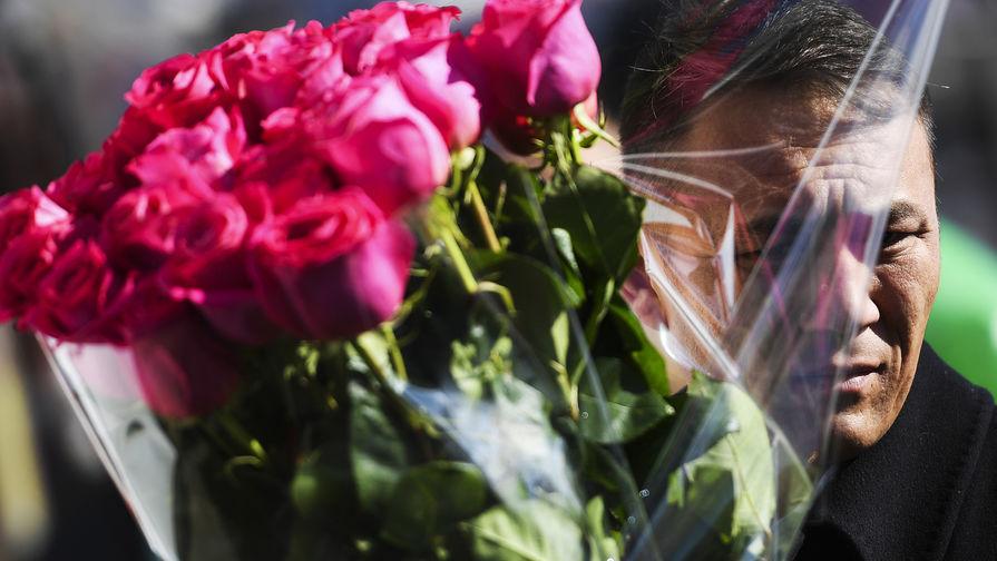 Россияне рассказали, сколько потратят на подарки женщинам к 8 марта