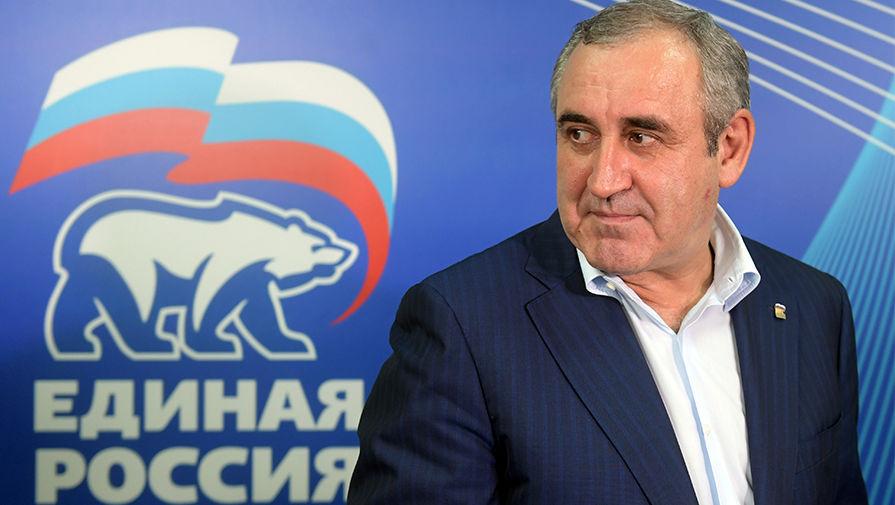 Глава единороссов в Госдуме ответил на идею Зюганова обложить налогом 'подозрительно богатых'