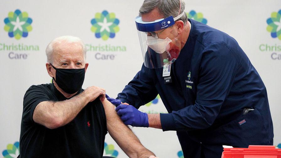 Байден получил вторую дозу вакцины от COVID-19