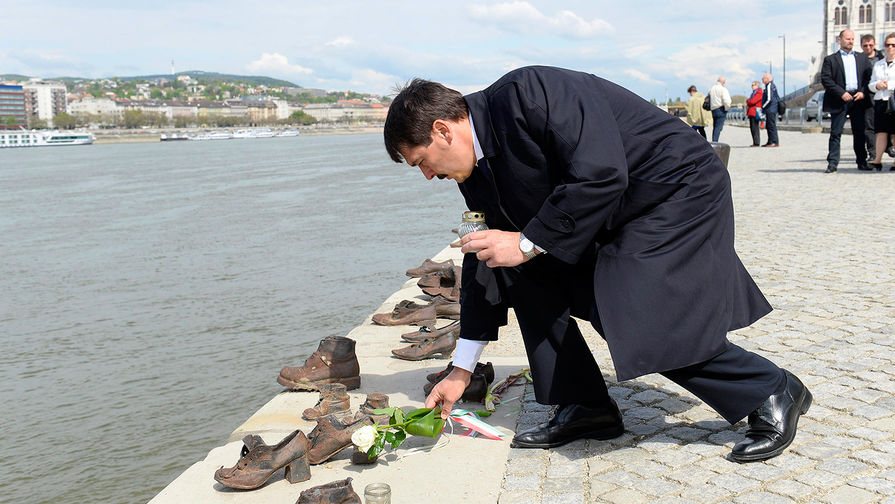 Президент Венгрии привился от коронавируса