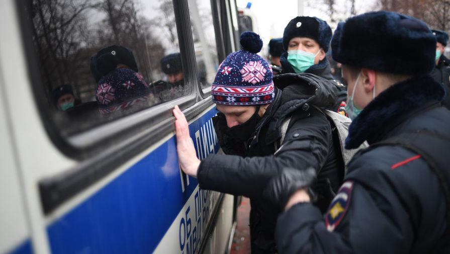 Задержанные за драку с ОМОНом на незаконной акции в Москве признали вину