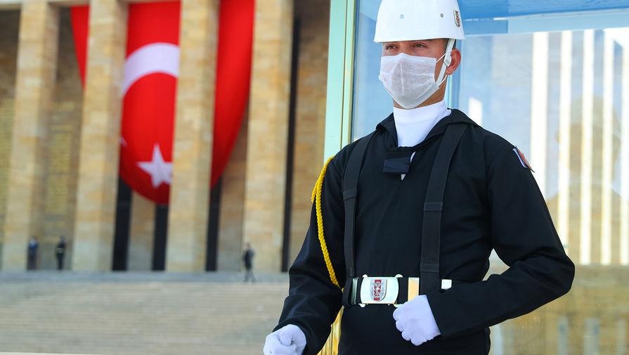 В Турции подтвердили 15 случаев заражения 'британским' штаммом COVID-19