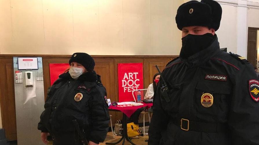 Роспотребнадзор назвал причины закрытия 'Артдокфеста' в Петербурге