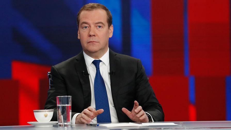 Дмитрий Медведев назвал систему президентских выборов в США устаревшей