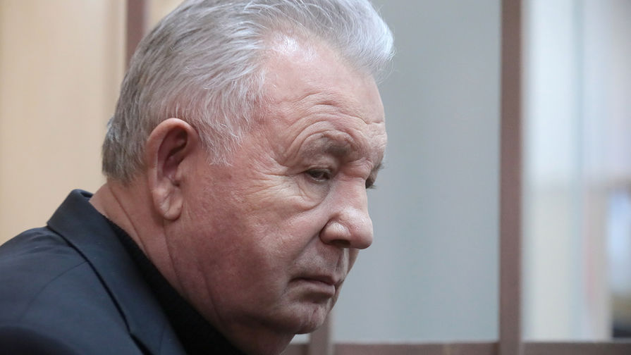 Экс-глава Хабаровского края Ишаев получил условный срок за растрату