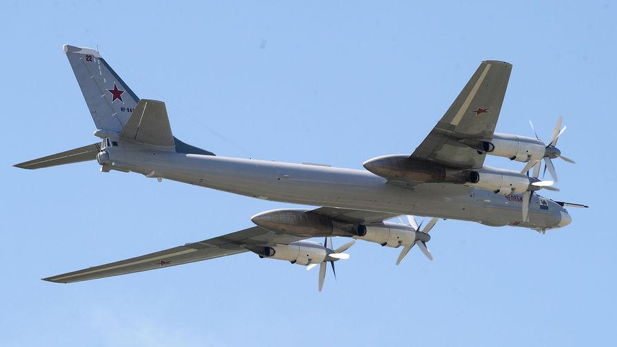 Минобороны РФ опубликовало кадры полета бомбардировщика из ядерной триады