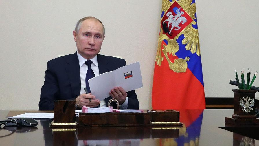 Путин наградил дипломатов за вклад в реализацию внешней политики РФ