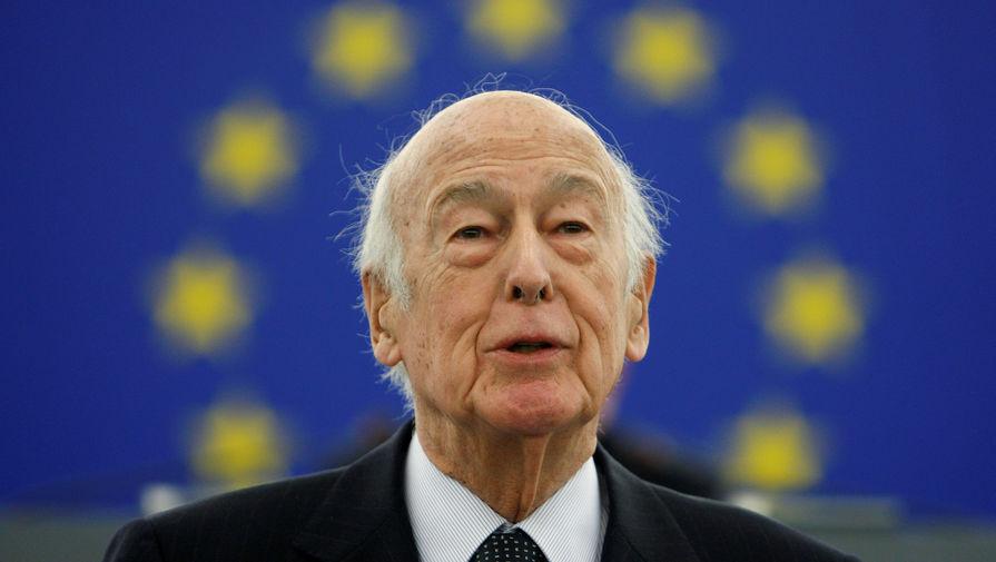 Во Франции похоронили экс-президента Жискар д`Эстена