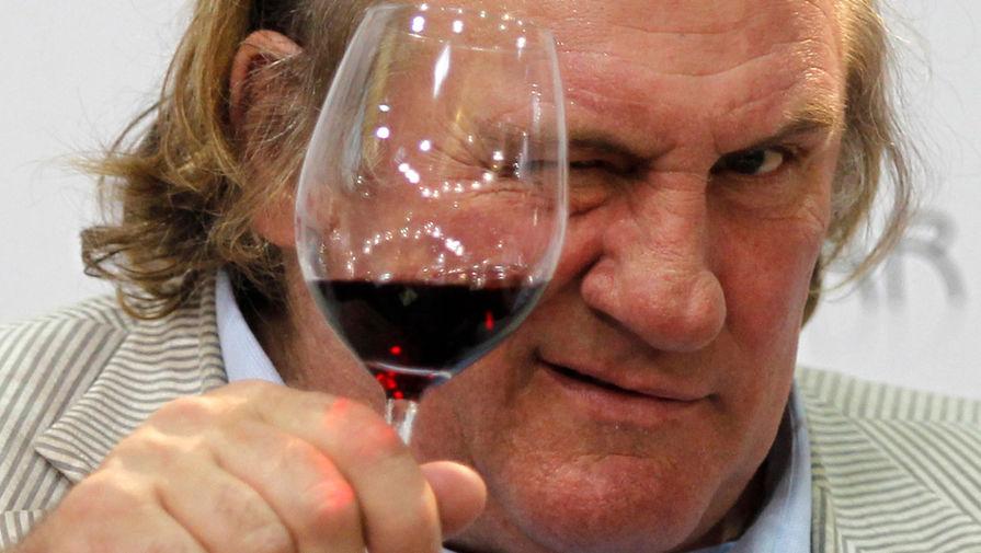 Ученые связали употребление вина с низким риском развития катаракты