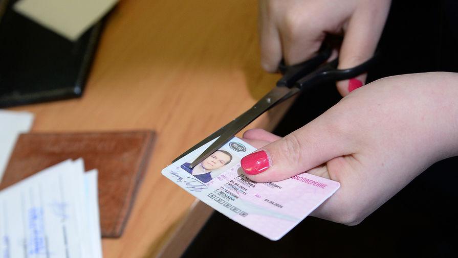 В России вступили в силу изменения в водительских правах и ПТС