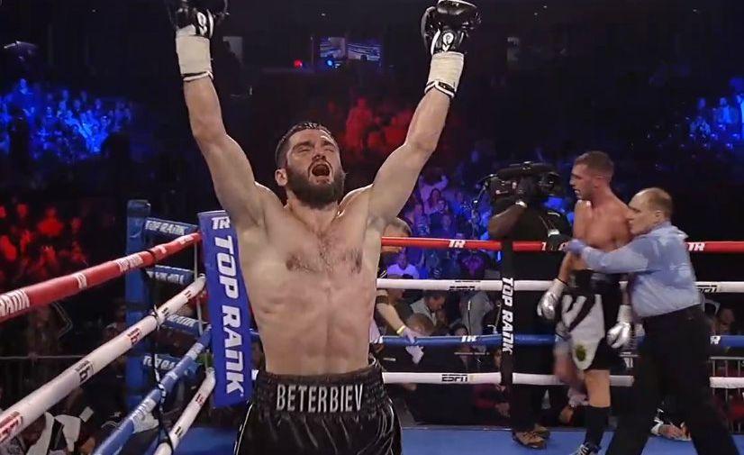 Бетербиев нокаутировал Дайнеса в рамках вечера бокса в Москве
