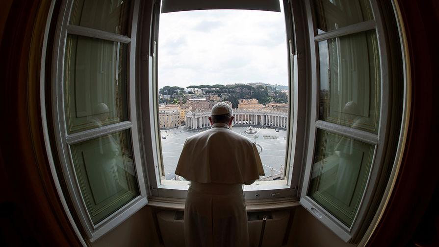 Папа Римский поздравил пары с Днем святого Валентина