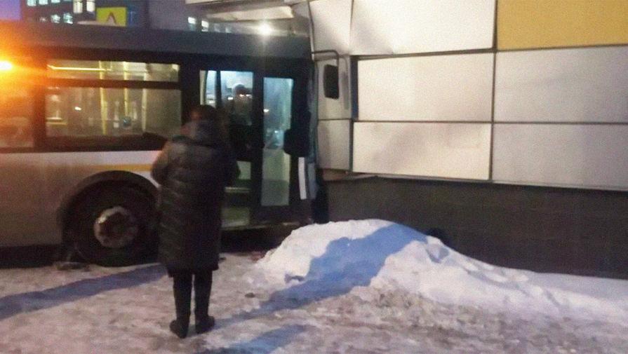 В результате ДТП с автобусом в Электростали пострадали 8 человек