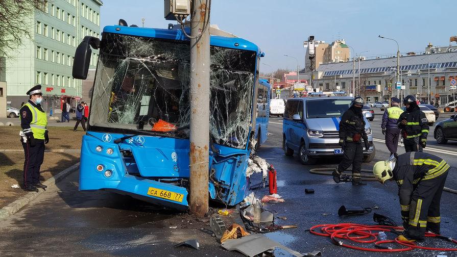 В Москве пять человек пострадали в результате ДТП с автобусом