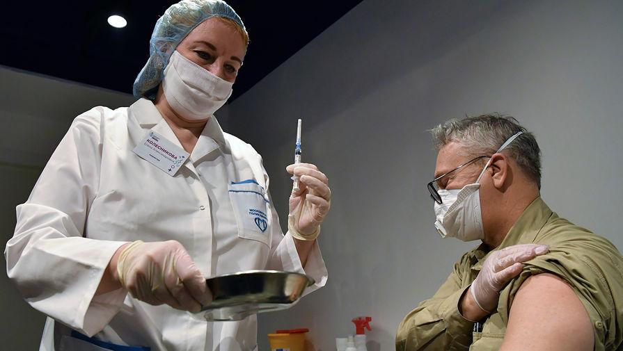 В Роспотребнадзоре рассказали, как пожилые переносят вакцину от коронавируса
