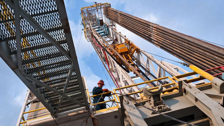 Цена нефти Brent превысила $52 за баррель впервые с марта
