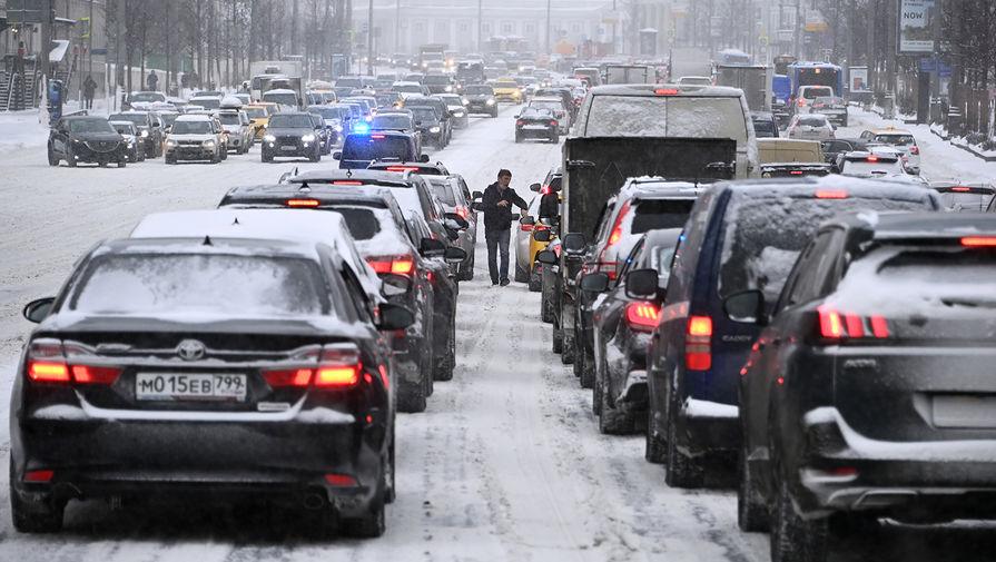 Москва стоит в девятибалльных пробках утром в субботу